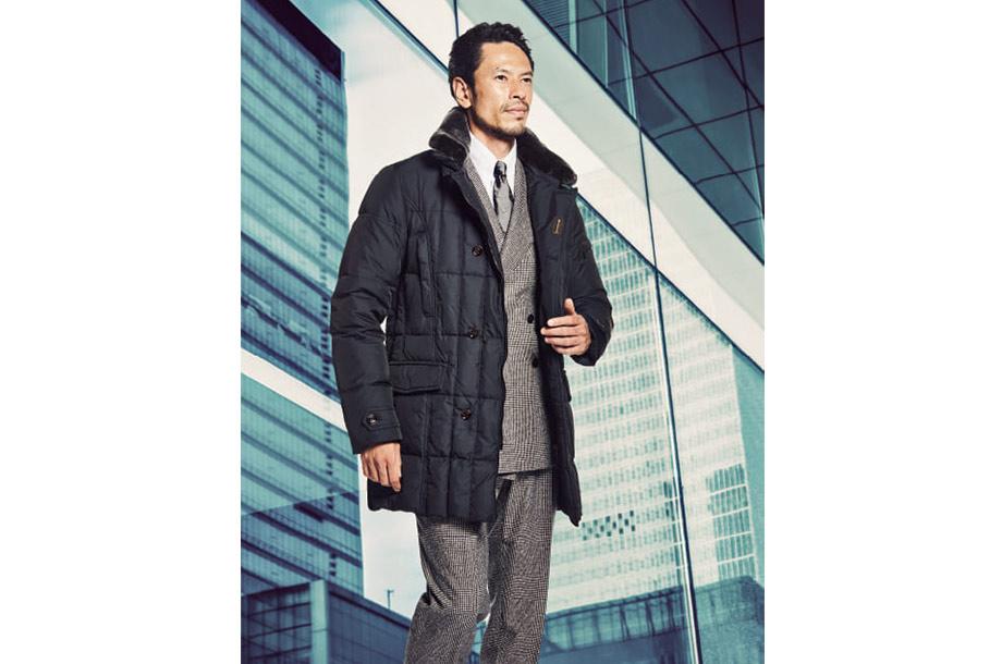 <ムーレー>ダウンジャケットと<ルカ グラッシア>スーツの画像