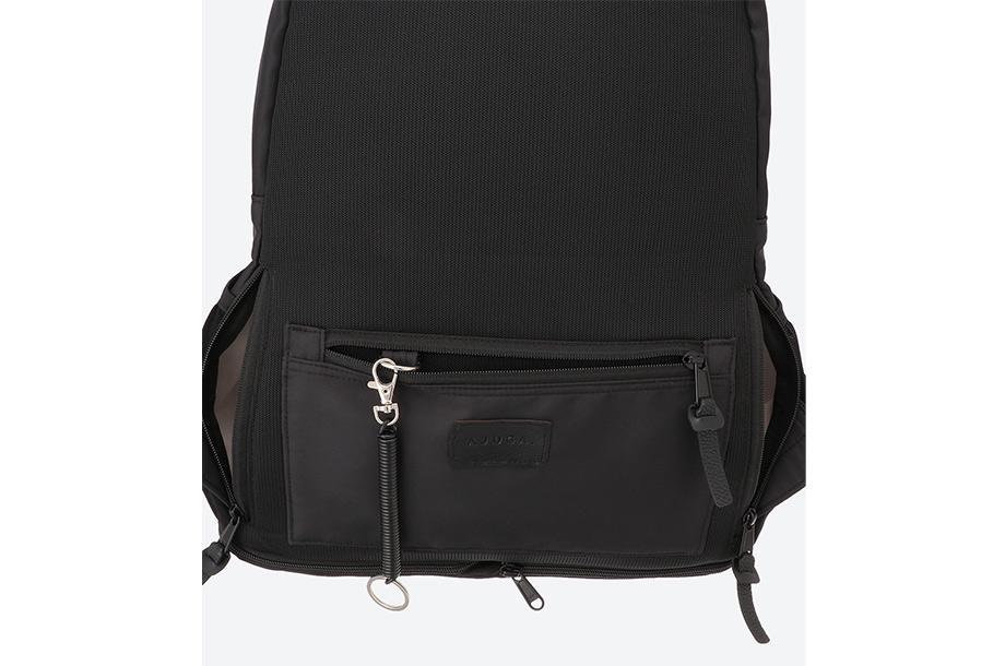 ディパックの背面のポケット部分の画像