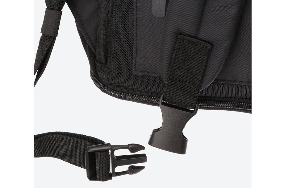 肩ベルトのバックル部分の画像