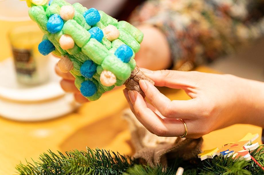 プレイマイスでクリスマスツリーを作っている画像